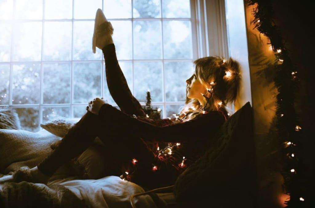 Lindsey Stirling Brings Christmas Home
