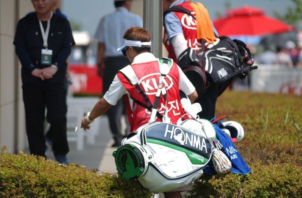 How Much Money Do PGA Golf Caddies Earn?
