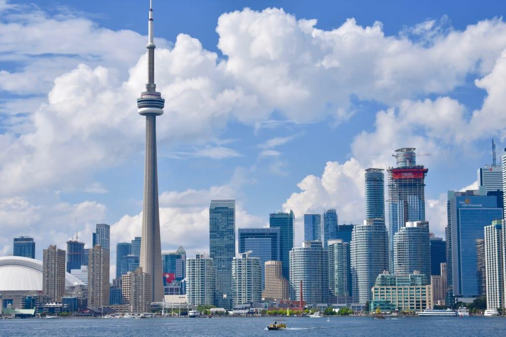 9 Ways to Seduce a Torontonian Girl