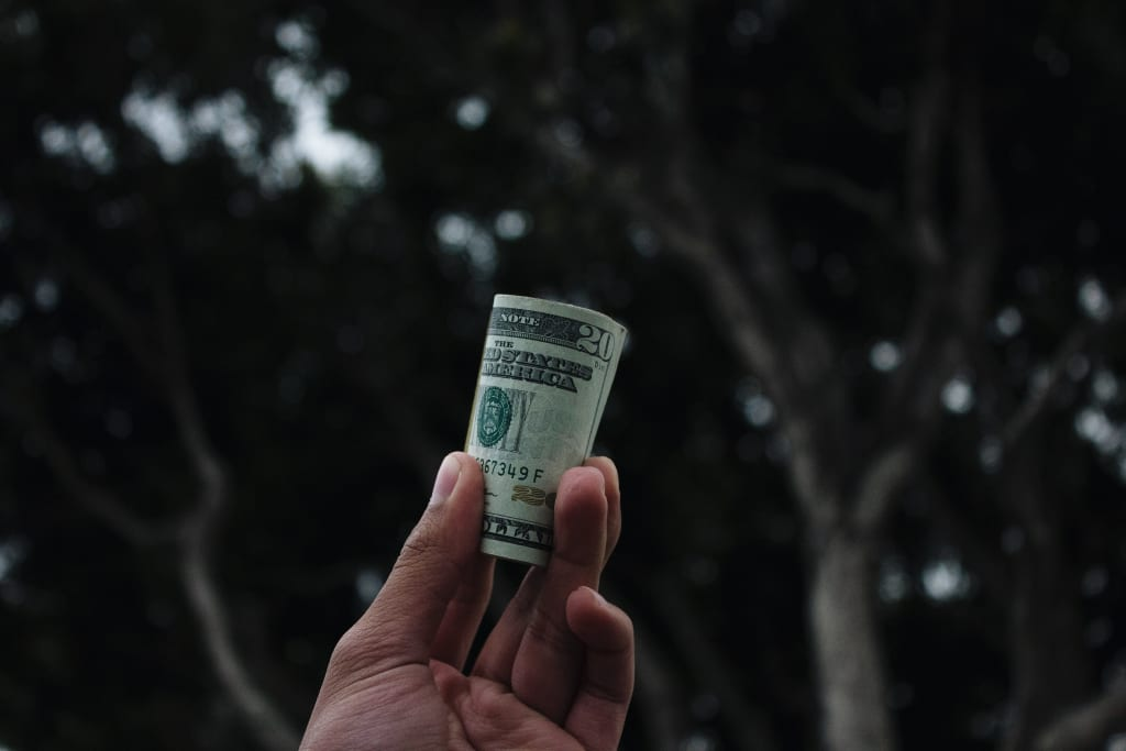 Why Women in Relationships Need to Be Saving More Money