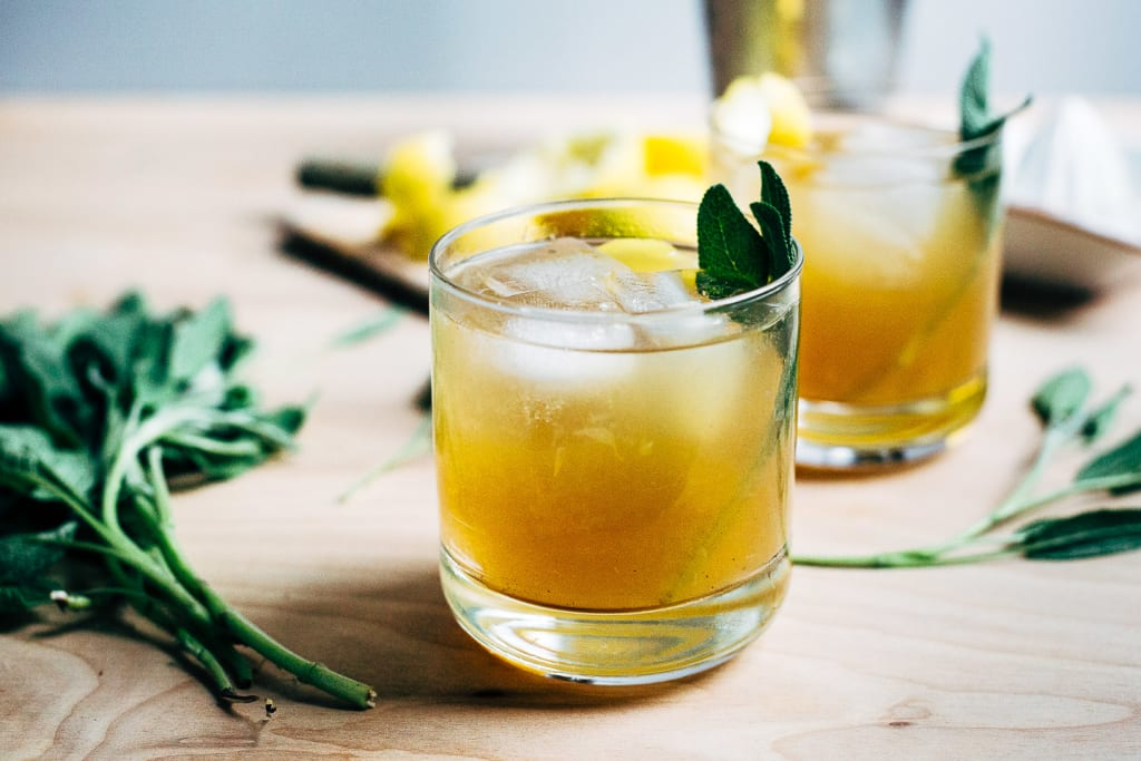 Simple Bourbon Cocktail Recipes Everyone Should Know