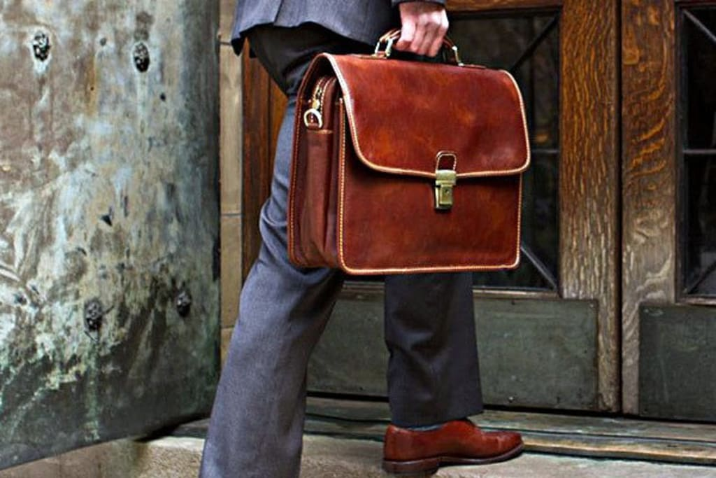 How to Choose a Leather Briefcase According to Your Needs