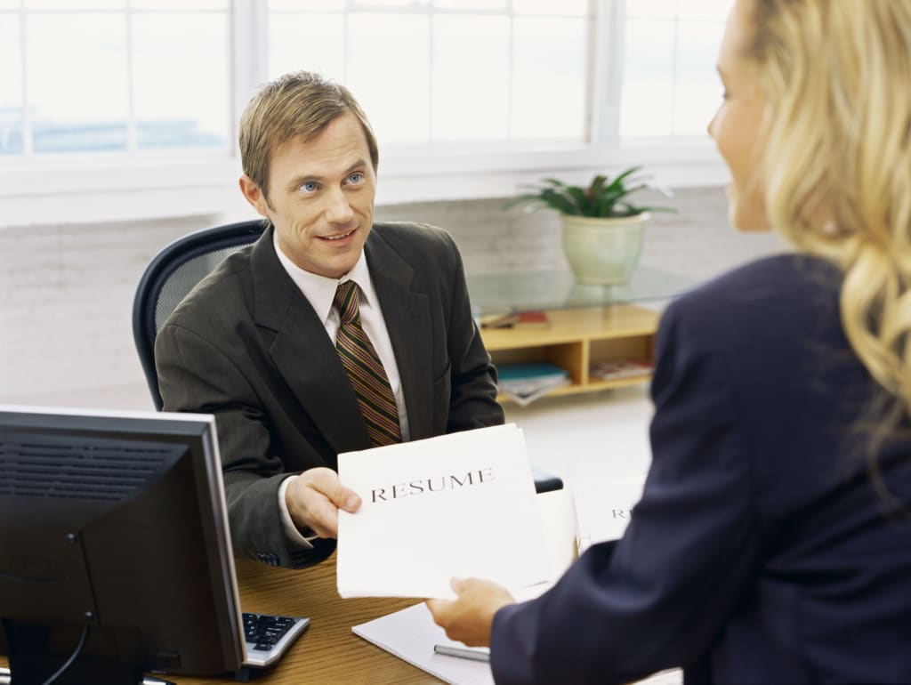 The Dos and Do Nots of Handing Out Résumés