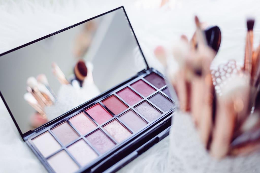 10 Smart Ways to Save Money on Makeup