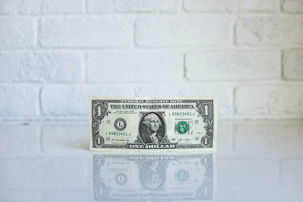 8 Wedding Planning Hacks to Save Money