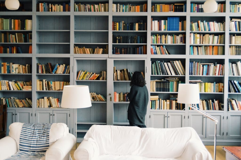 5 Ways to Organise Your Bookshelf