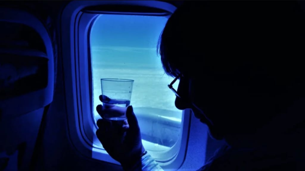 How To Stay Hydrated While Traveling on a Flight