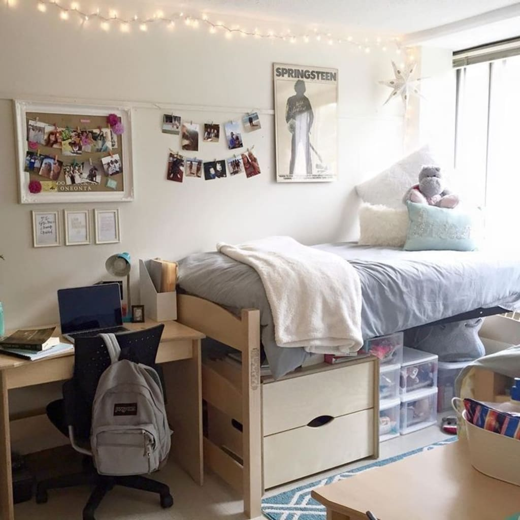 Pros and Cons of Living in a Dorm