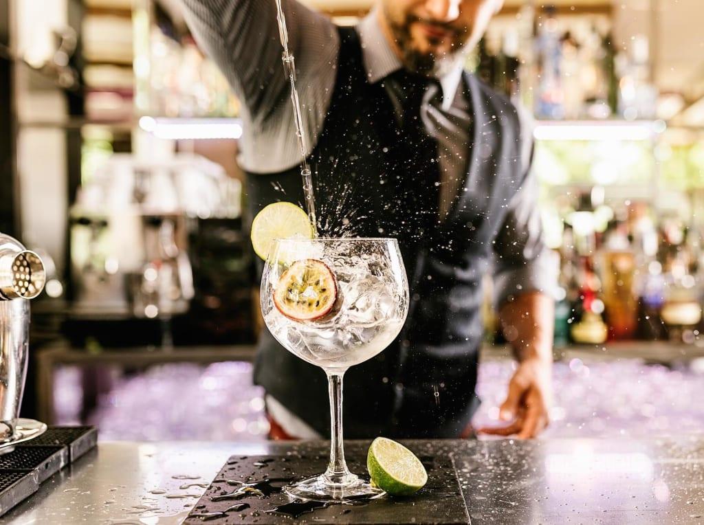10 Ways to Spot a Bad Bartender