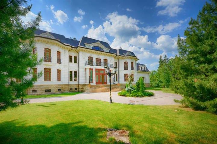 Russian Mega Mansions