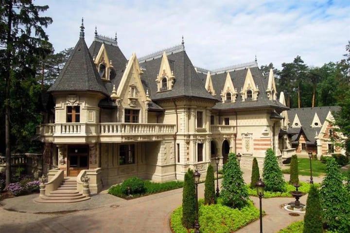 Russian Mega Mansions of 2021