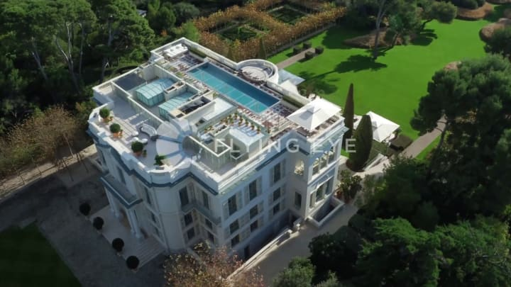 15 Outrageous Billionaire Russian Mega Mansions of 2021