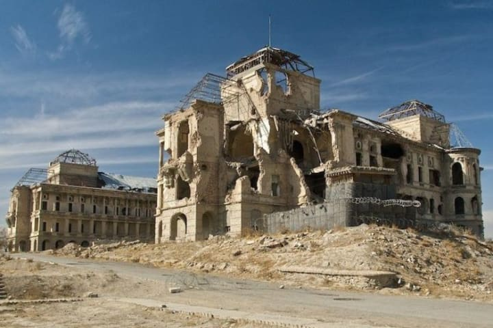 15 Abandoned Millionaire Super Mansions of 2021