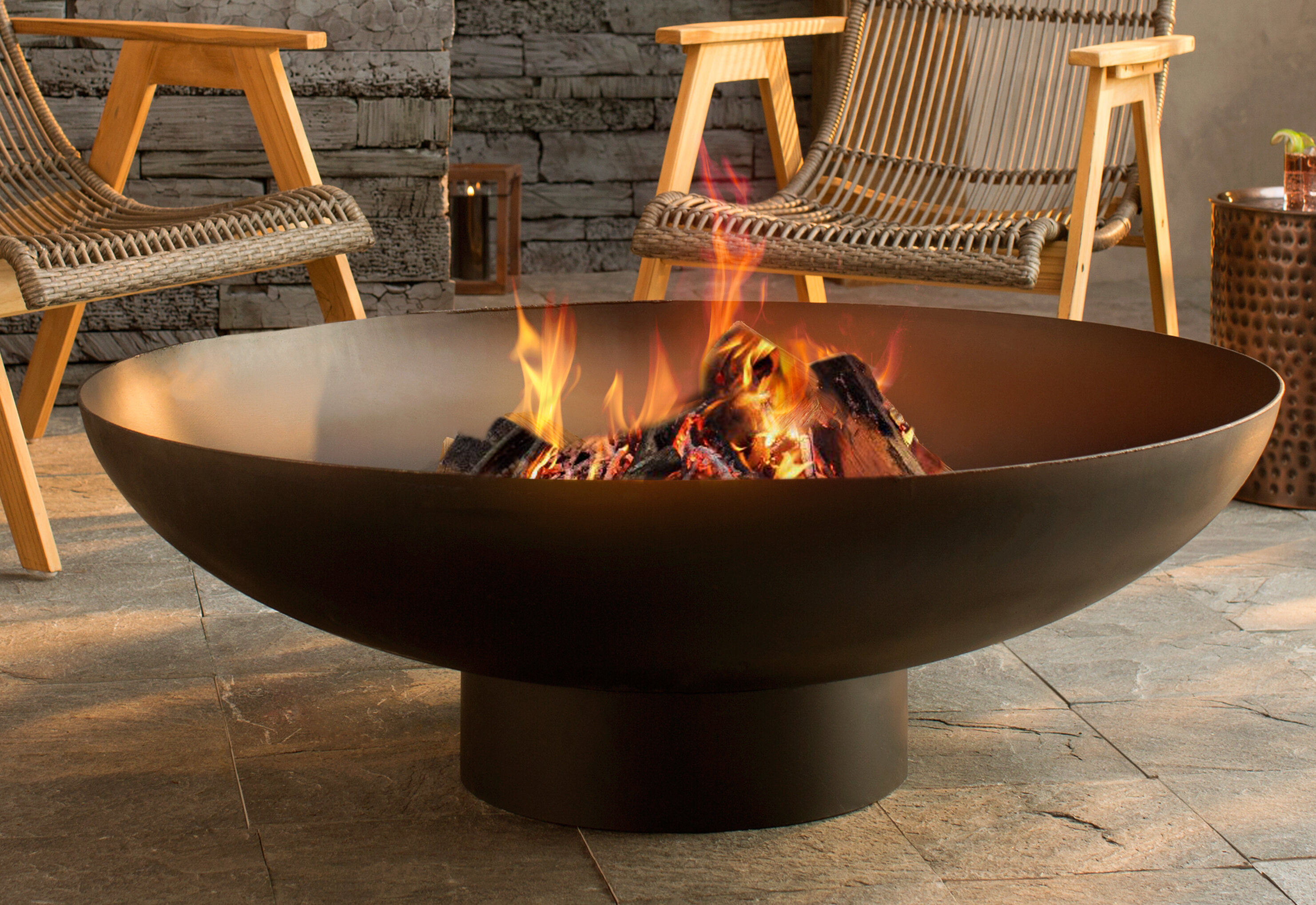 An Outdoor Fire Pit That Rests On The Outdoor Patio Is A Perfect Setting For Parties And Household Events   Lifehack
