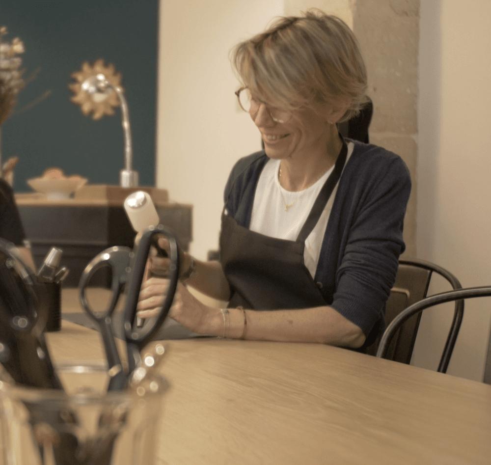 jeu-de-mains-Créez votre Grand sac en cuir unique et personnalisé au point sellier