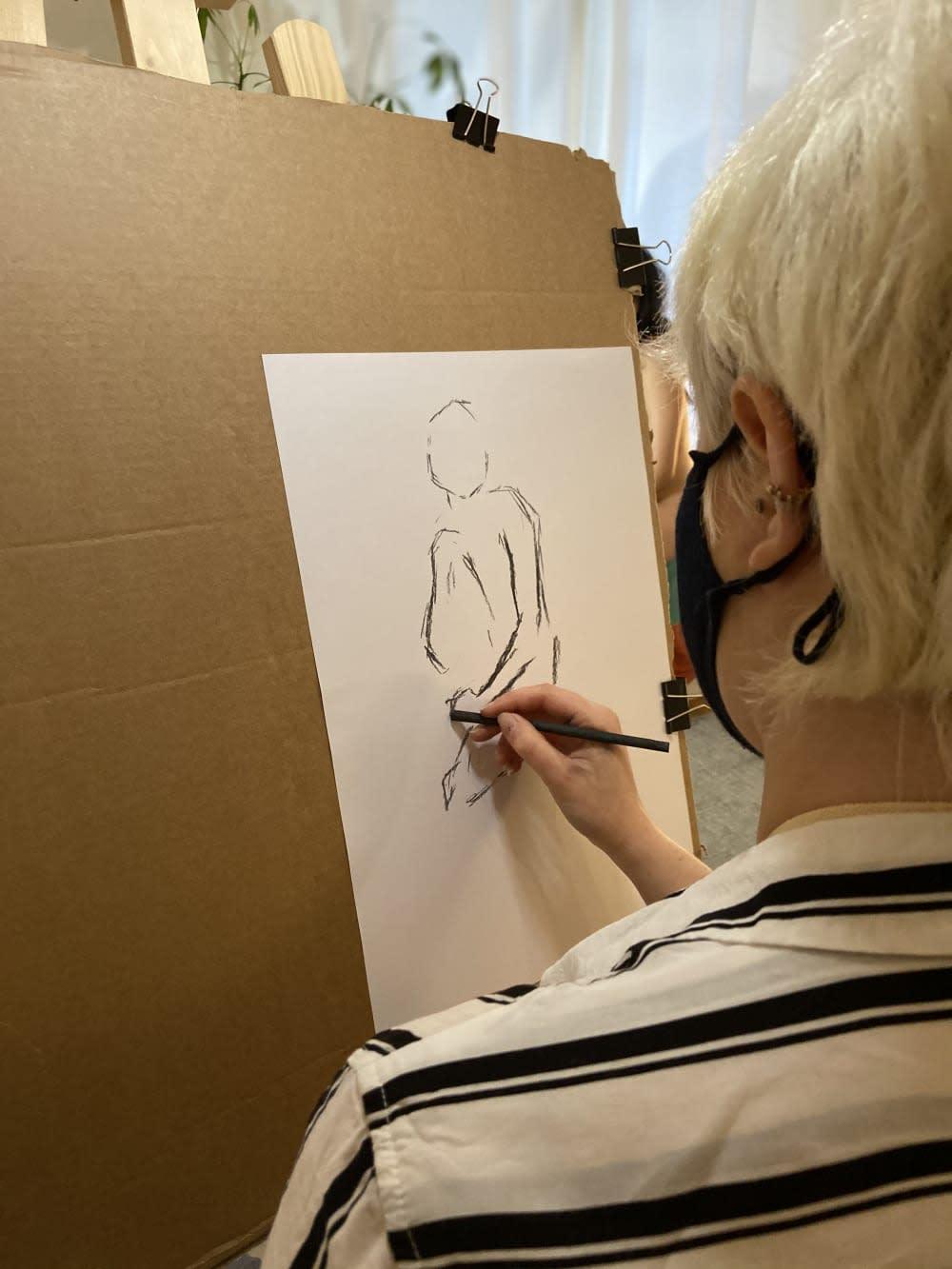jeu-de-mains-Dessin & apéro avec modèle vivante : Spécial Louise Bourgeois !