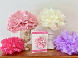 jeu-de-mains-Délicates fleurs en papier de soie et cartes postales poétiques