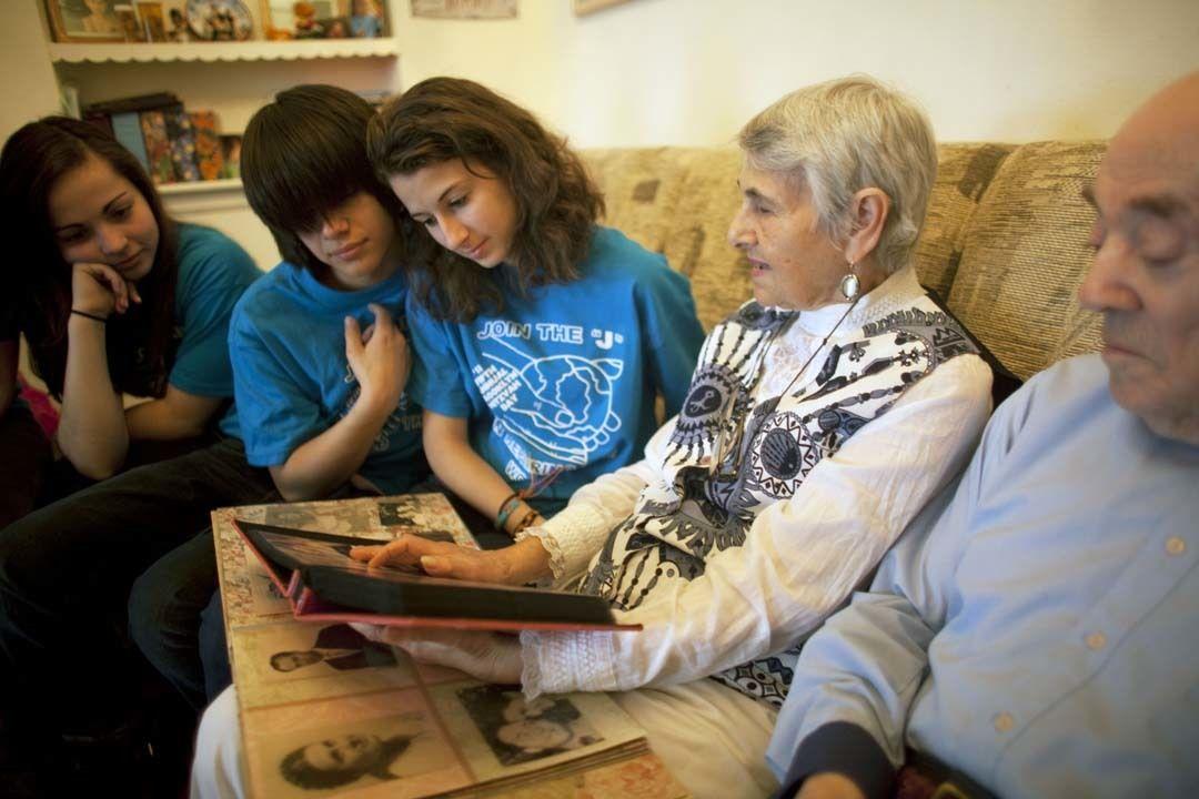 Seniors teen volunteers ji9cej
