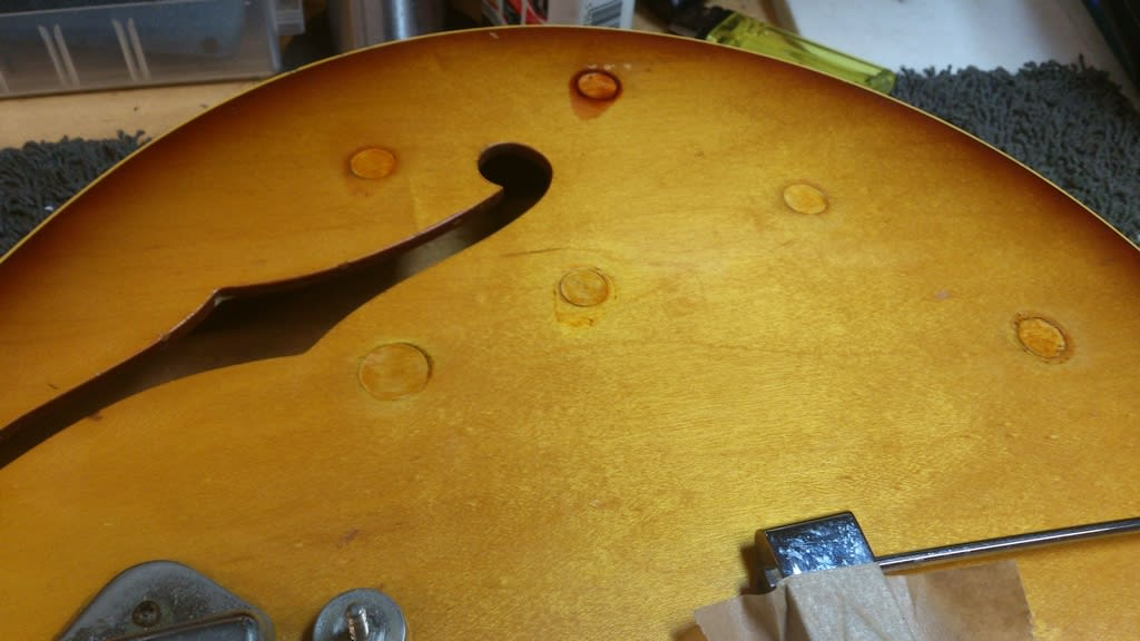 The tinting is sympathetic with the fading of the finish. It would be madness to refinish this instrument