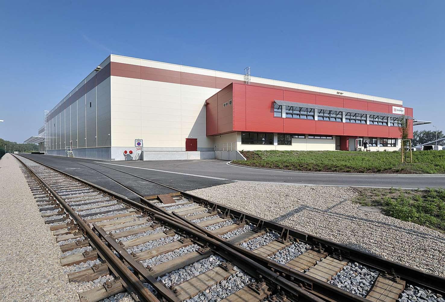 Průmyslové nemovitosti Pardubice - semtin,  - Logistické centrum Zelená Louka