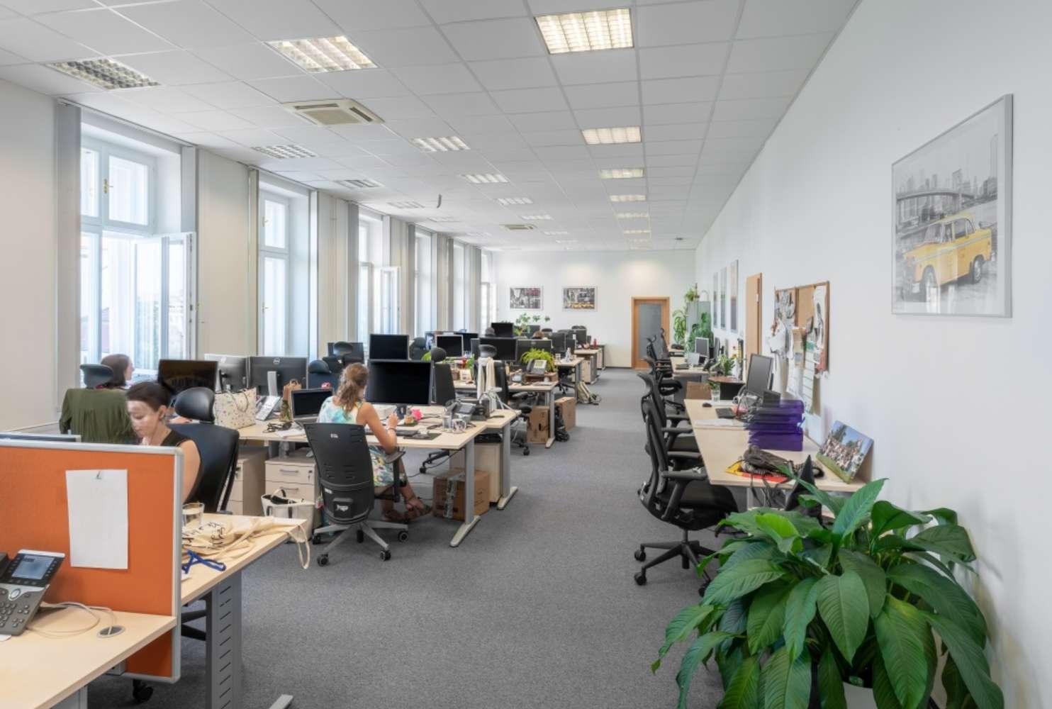 Kanceláře Brno, 602 00 - Moravské náměstí 8