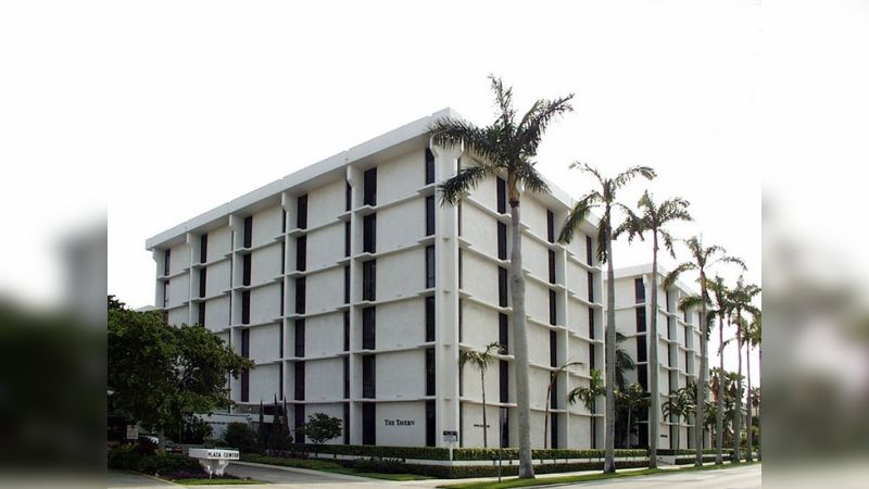 251 Royal Palm Way - Office - Lease