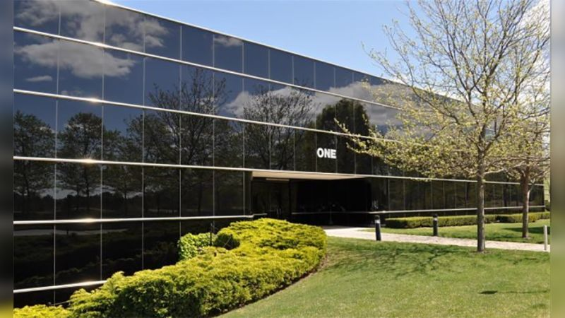 1 Corporate Drive - Airport Corporate Center - Office - Lease