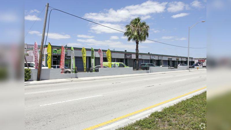 Airport Trade Center - Retail - Lease