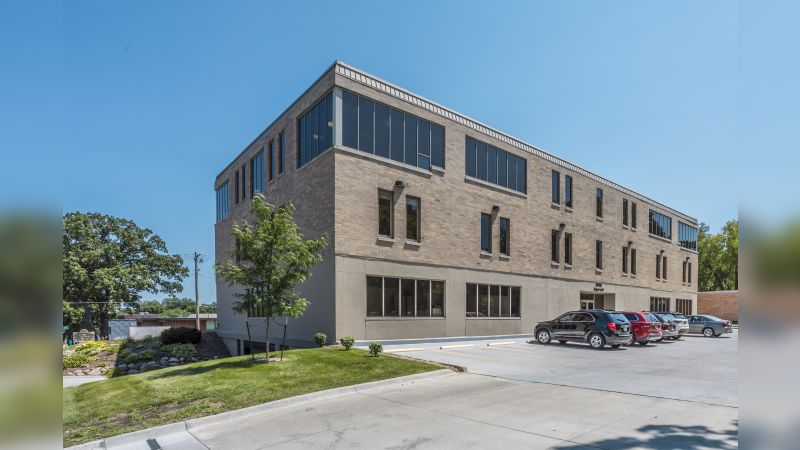 3900 Ingersoll Ave - Office - Lease