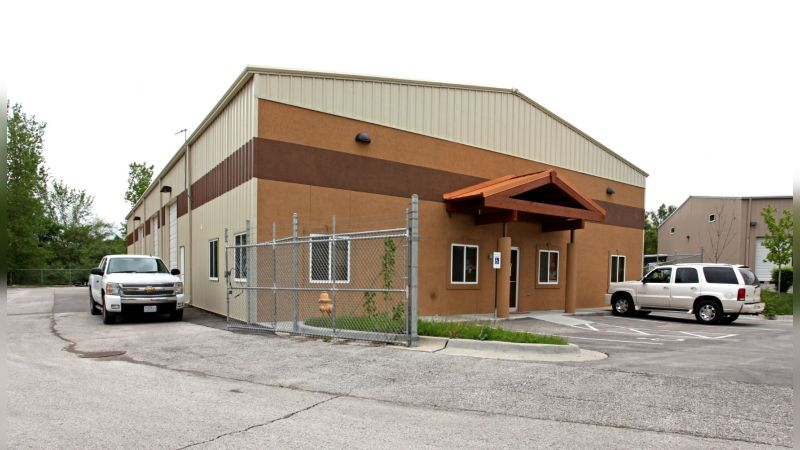 220 NW Commerce Ct - Industrial - Sale