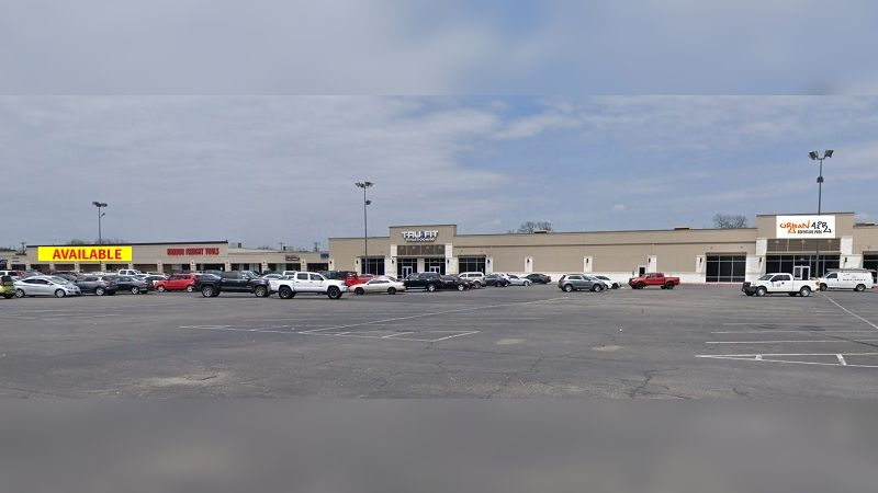Southwest Junction II Shopping Center - Retail - Lease