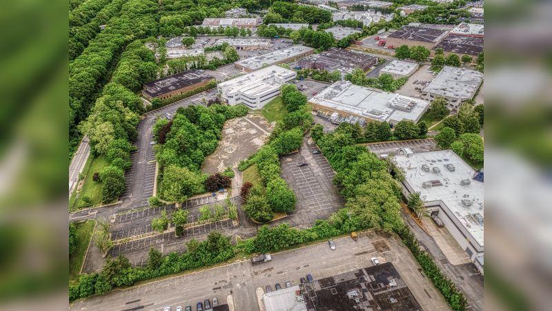 88 Parkway Dr S - Industrial - Sale