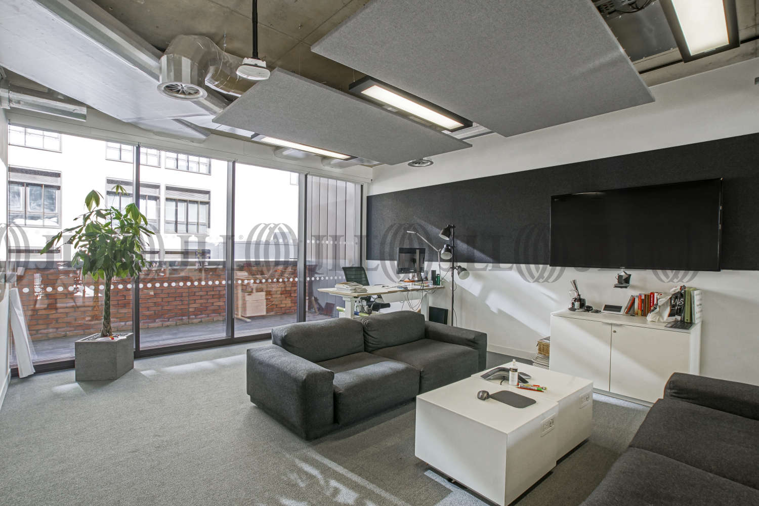 Office London, EC2A 4TP - 99 Clifton Street - 09644