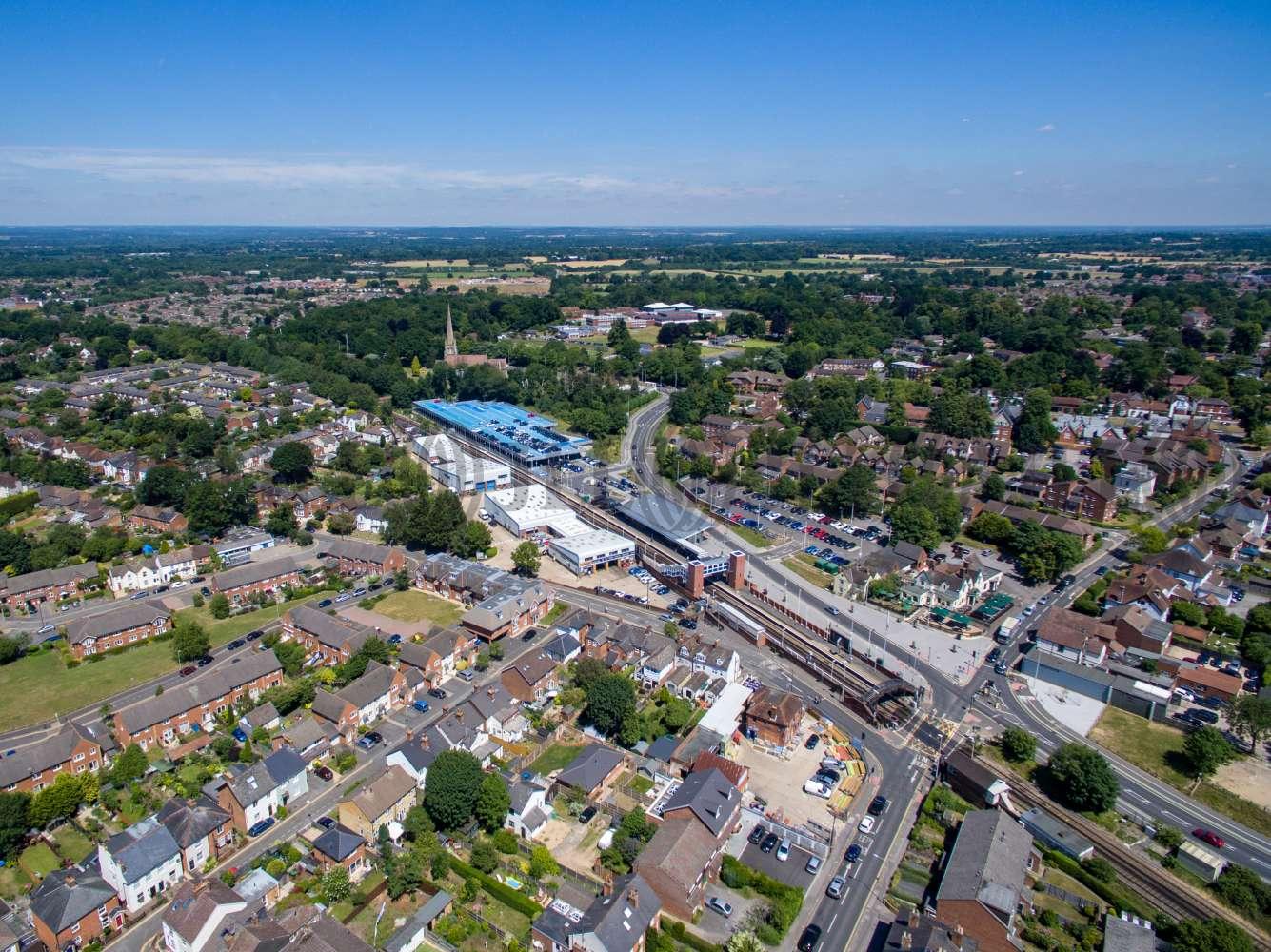 Industrial Wokingham, RG41 2YQ - Unit 7 Station Industrial Estate - 1