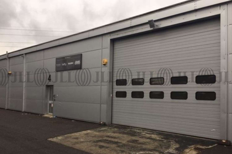 Industrial West byfleet, KT14 7JN - Unit 4 Trackside Business Centre, Abbots Close - 4