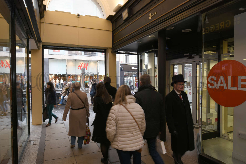 Retail high street Glasgow, G2 8BH - 102 Argyle Street - 0138