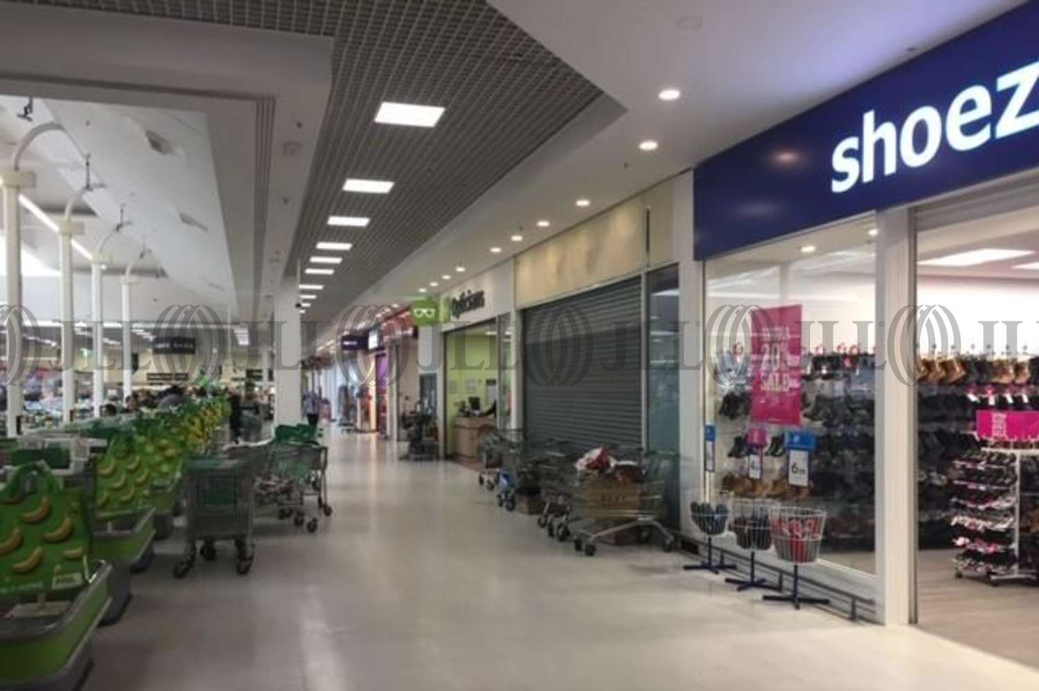 Retail shopping centre Watford, WD24 7RT - St. Albans Road Odhams Trading Estate