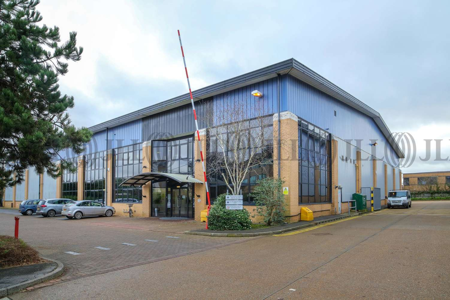 Industrial Bracknell, RG12 2UP - Unit 2, Eastern Road - 97373
