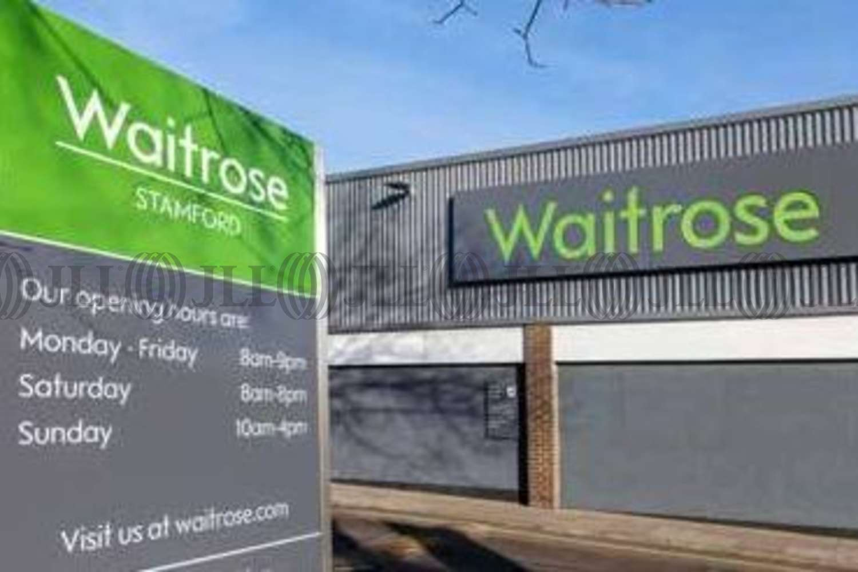 Retail shopping centre Stamford, PE9 2PR - Waitrose - 10