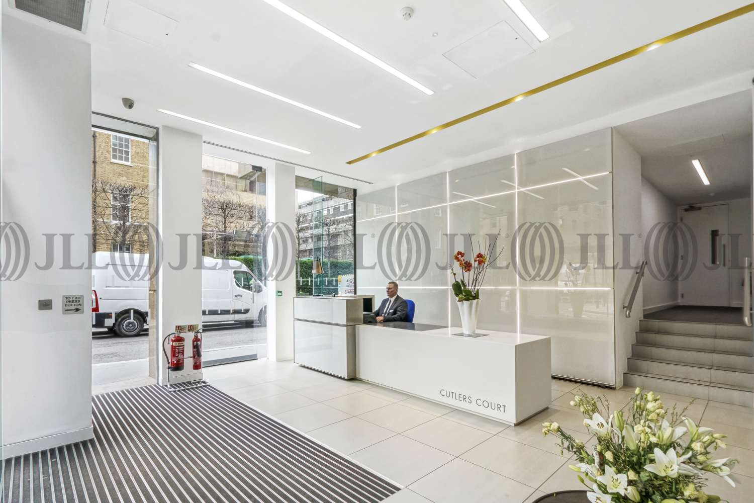Office London, EC3A 7BR - Cutlers Court