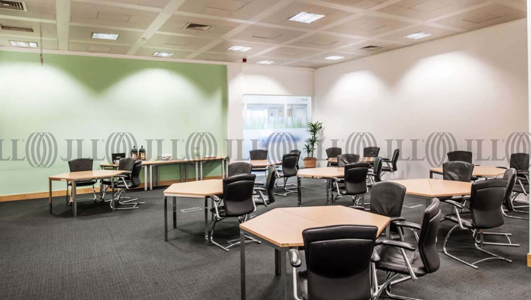 Serviced office Heathrow, UB11 1HU - Lakeside House - 2