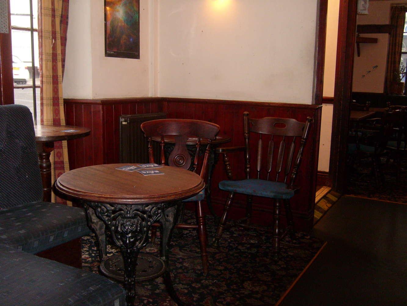 Pub Totnes, TQ9 5SN - The Bull Inn - 273831