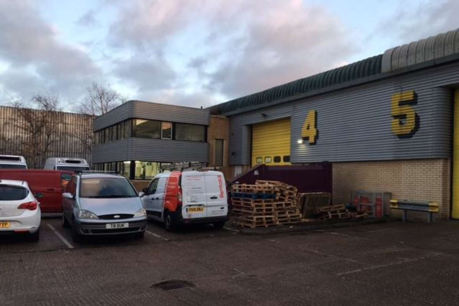 Industrial and logistics Perivale, UB6 7RL - Unit 5 Perivale Park, Horsenden Lane South - 55079