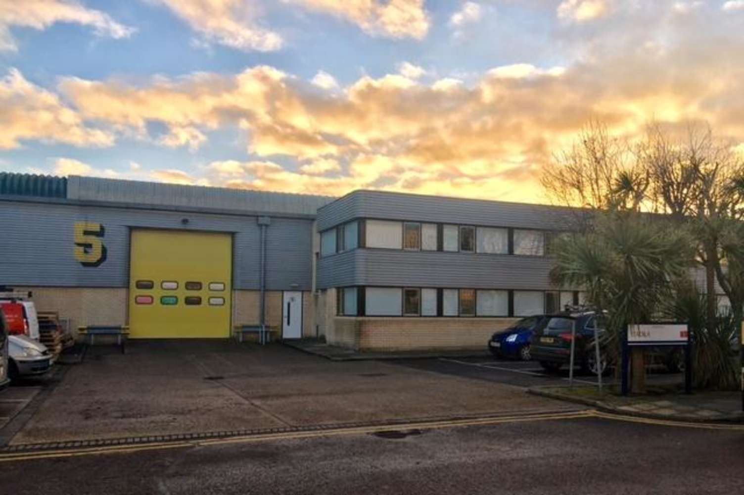 Industrial and logistics Perivale, UB6 7RL - Unit 5 Perivale Park, Horsenden Lane South - 55080
