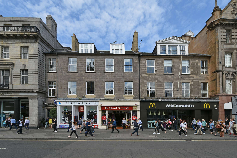 Retail high street Edinburgh, EH2 4BL - 139 Princes Street - 7532