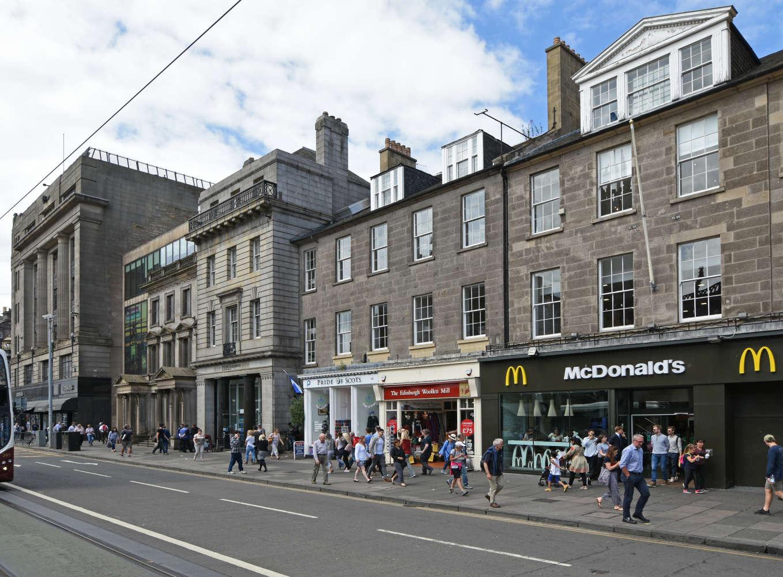 Retail high street Edinburgh, EH2 4BL - 139 Princes Street - 7566