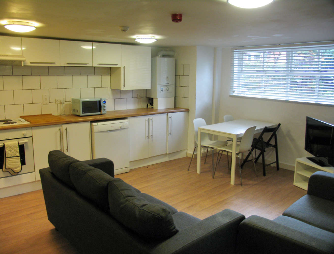 Residential use Manchester, M14 6UB - 17, Clifton Avenue - 3671