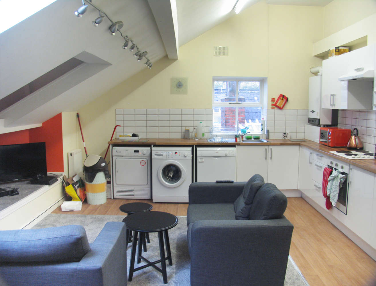 Residential use Manchester, M14 6UB - 17, Clifton Avenue - 3690