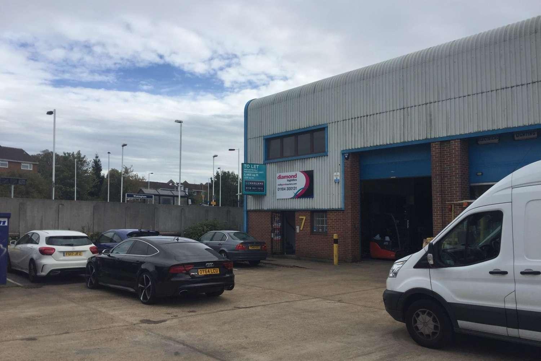 Industrial Wokingham, RG41 2YQ - Unit 7 Station Industrial Estate - 8016
