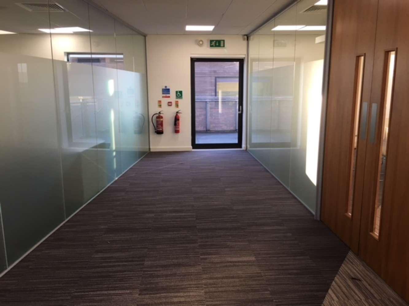 Office Leeds, LS19 7ZA - 7 Airport West - 3862